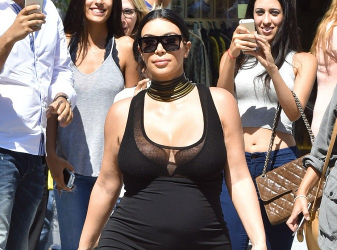 Photos : Kim Kardashian, toujours aussi fière de ses formes !