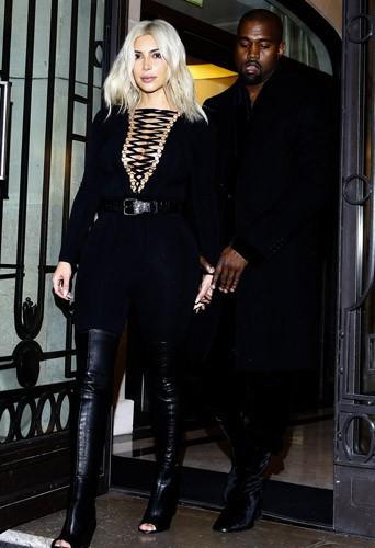 Photos : Kim Kardashian : toujours décolletée, elle monopolise un nouveau front row !