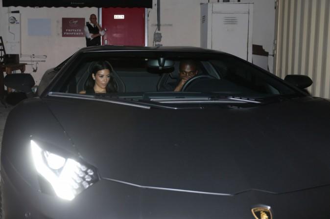 Photos : Kim Kardashian : un bolide qui se la joue side boobs pour une virée en Lamborghini avec son mari !