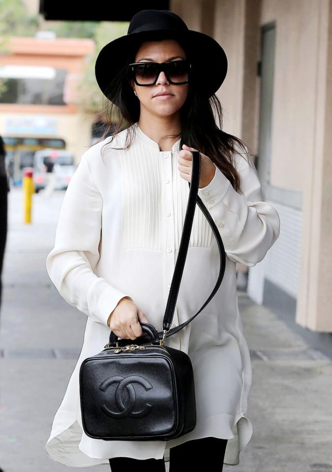 Photos : Kim Kardashian : un coup star de télé-réalité, un coup femme engagée !