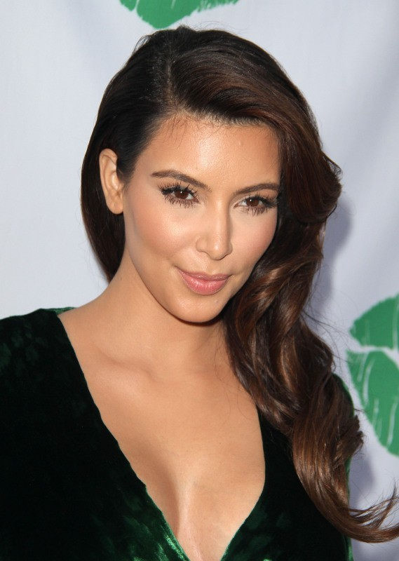 """Kim Kardashian lors de la soirée """"The Midori Makeover Parlour"""" à Los Angeles, le 25 septembre 2012."""