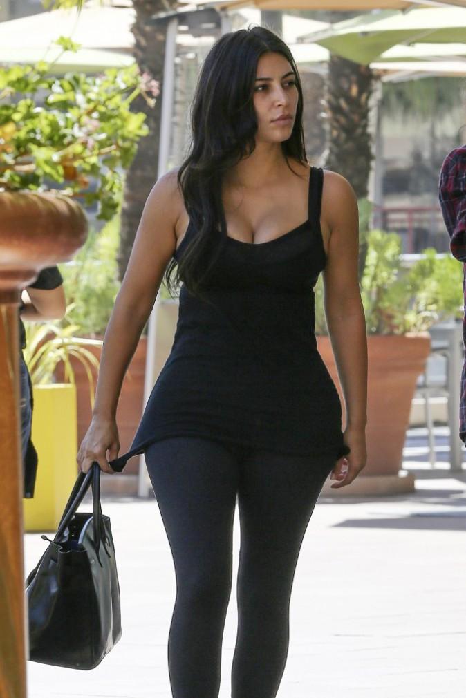 Photos : Kim Kardashian : une sexy mama sans make-up !