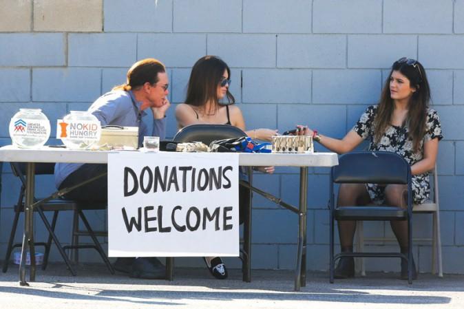 Vide-grenier en famille pour la bonne cause à Woodland Hills le 10 novembre 2013
