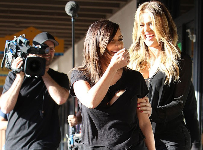 Kim, Kourtney et Khloé Kardashian : le trio de choc de très bonne humeur sur le tournage de leur émission de téléréalité !