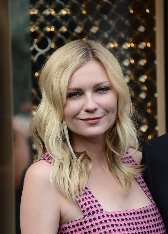 Kirsten Dunst, radieuse lors de la party Louis Vuitton le 3 juillet 2012 à Paris