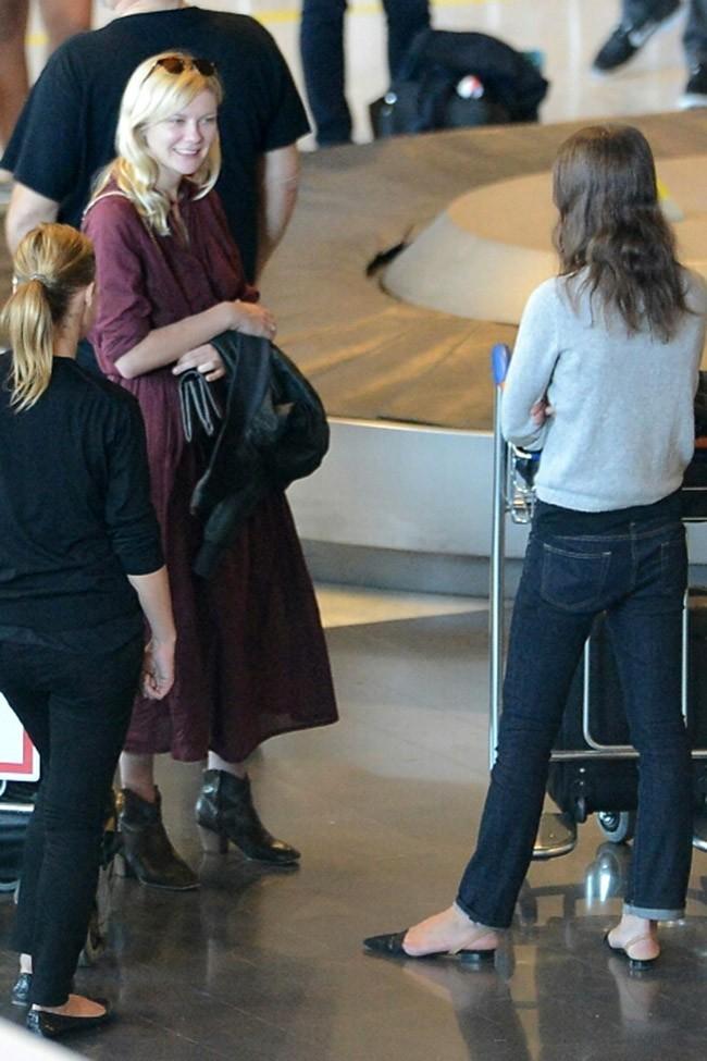 Kirsten Dunst le 2 juillet 2012 à l'aéroport Charles de Gaulle, à Paris