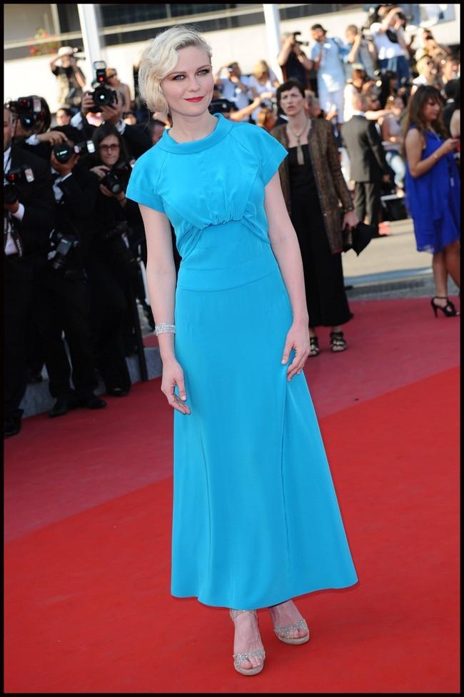 """Cannes 2010, Kirsten bleue électrique sur le tapis rouge pour """"The Tree"""""""