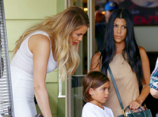 Kourtney et Khlo� Kardashian, Kris Jenner : d�jeuner styl� avec Mason, le seul homme qui les fait toutes craquer !