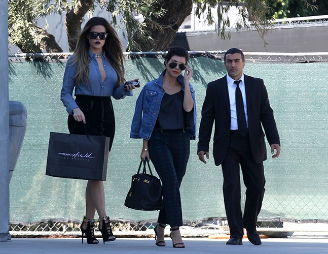 Kourtney et Khloe Kardashian à West Hollywood le 17 octobre 2013