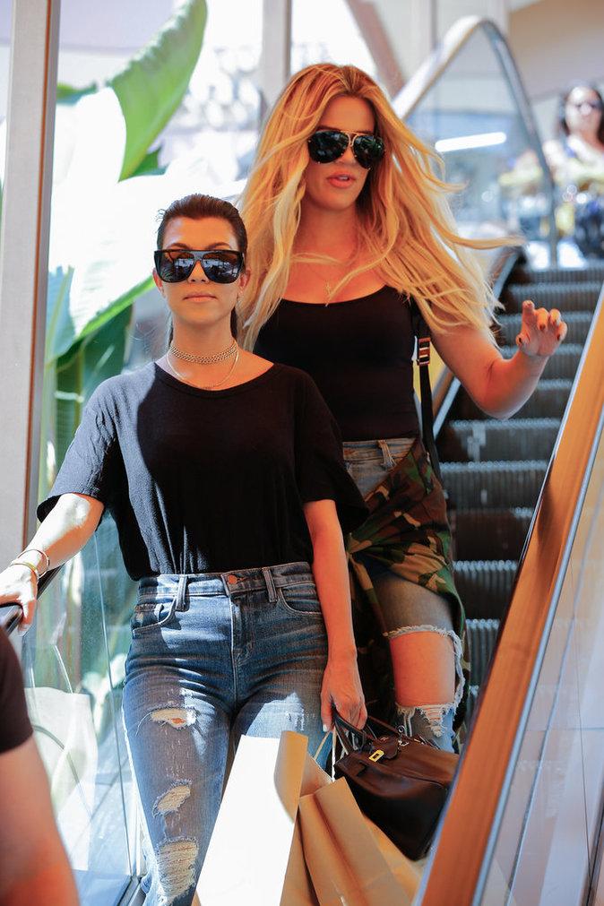 Kourtney et Khloé Kardashian à Los Angeles le 23 août 2016