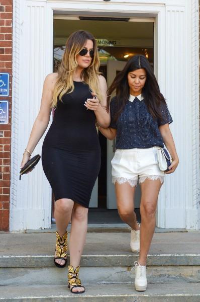 Kourtney et Khloe Kardashian toutes en beauté dans les Hamptons, le mardi 3 juin