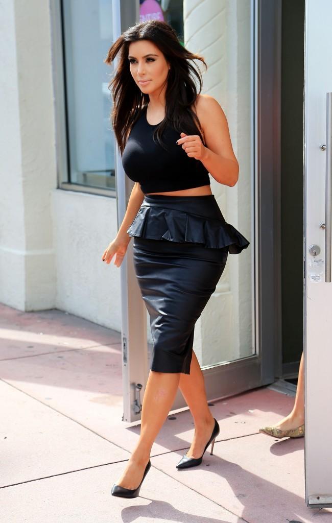 Kim Kardashian en plein shopping à Miami, le 12 décembre 2012.