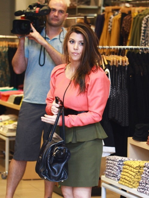 Kourtney Kardashian en plein shopping à Miami, le 12 décembre 2012.
