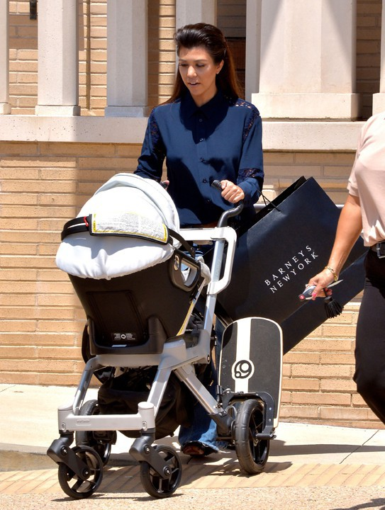 Kourtney Kardashian avec sa fille Penelope à West Hollywood le 1er août 2013