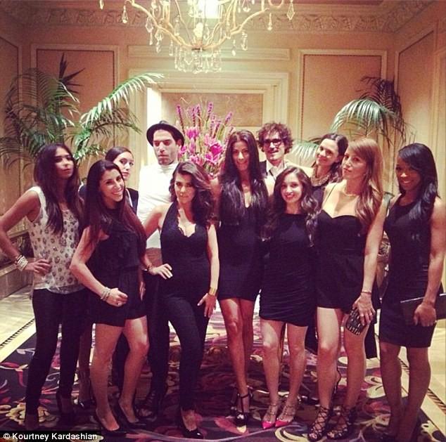 Kourtney Kardashian et ses copines, en route vers le Bellagio à Las Vegas, le 31 août 2013.