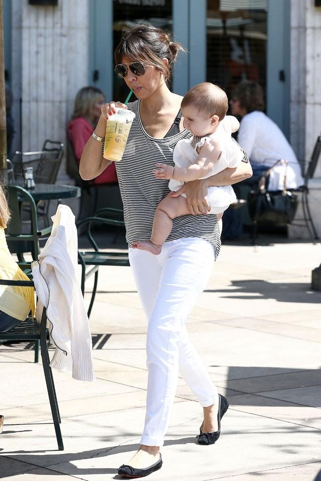 Kourtney Kardashian déjeune en famille à Calabasas le 16 mars 2013