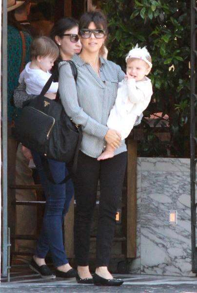 Kourtney Kardashian et sa fille Penelope à West Hollywood, le 10 juin 2013.