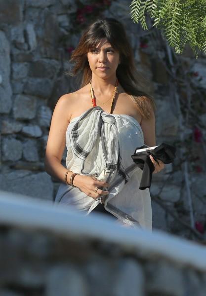 Kourtney Kardashian se la coule douce sous le soleil grec