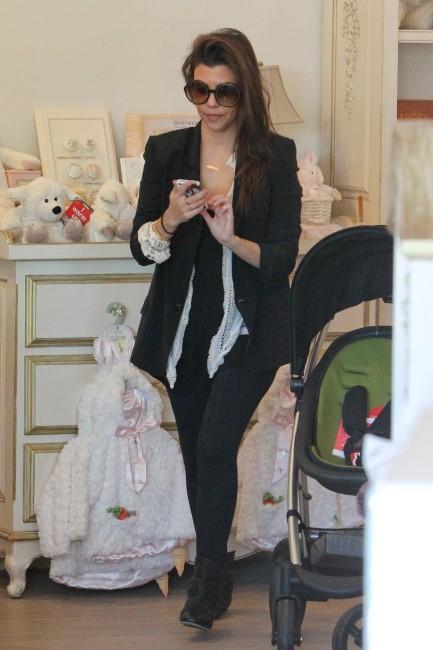 Kourtney Kardashian en plein shopping à Los Angeles, le 17 janvier 2013.