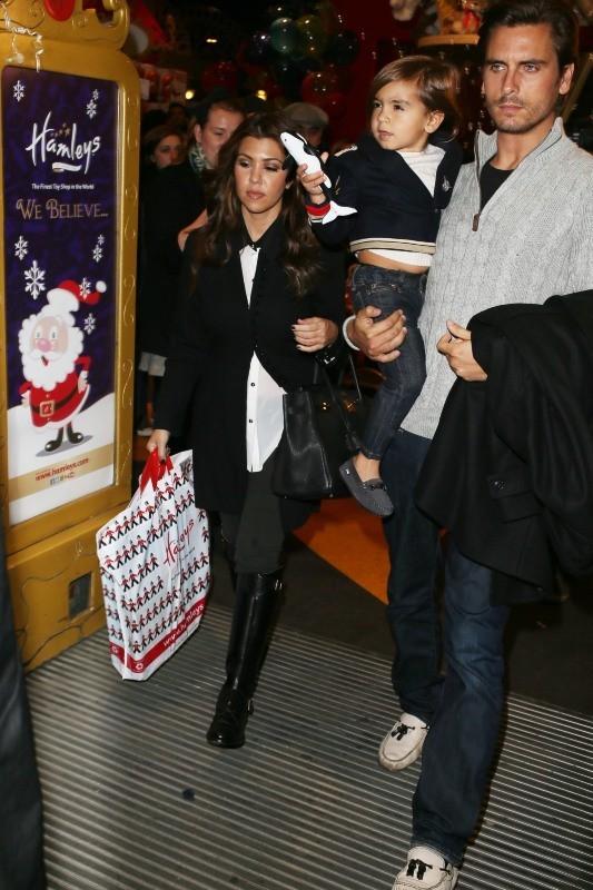 Kourtney Kardashian, Scott Disick et Mason le 9 novembre 2012 à Londres