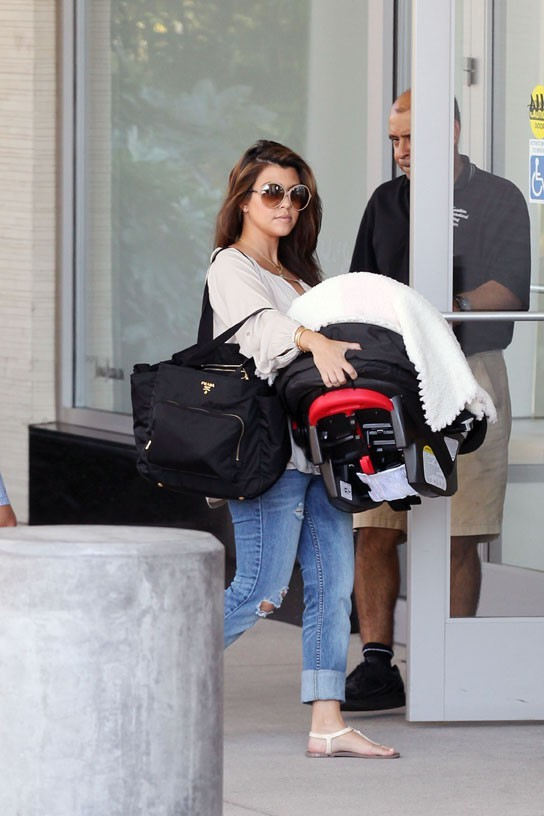 Kourtney Kardashian avec Penelope à Los Angeles le 11 août 2012