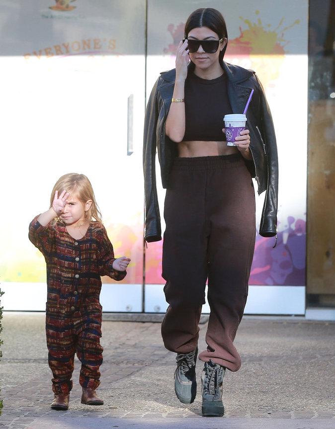Photos : Kourtney Kardashian : elle montre ses abdos avec sa fille Pénélope !