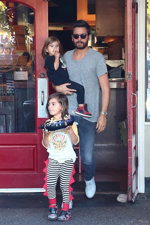 Photos : Kourtney Kardashian et Scott Disick heureux en famille, ils oublient leurs problèmes !