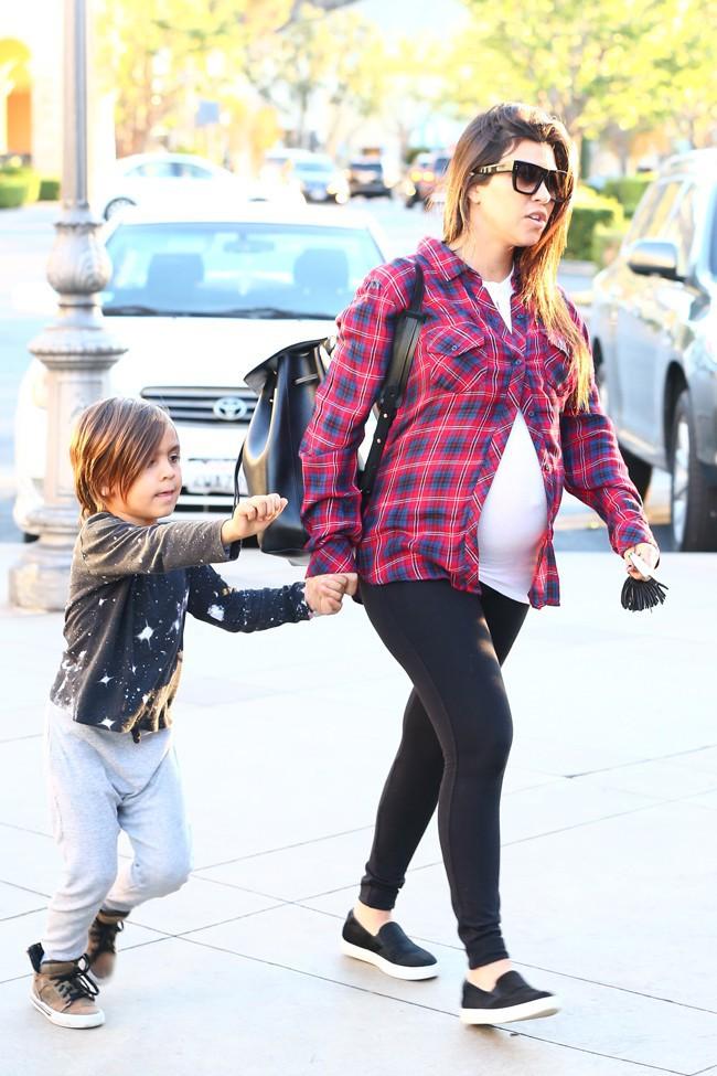 Kourtney Kardashian et Scott Disick à Calabasas le 2 novembre 2014