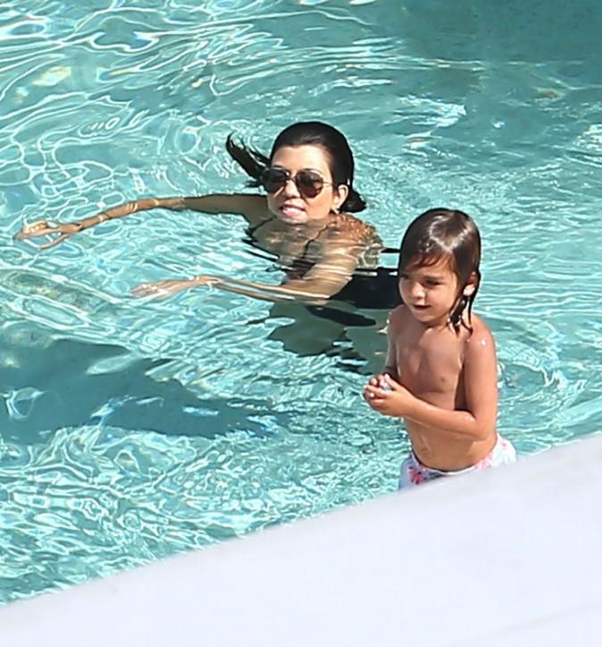 Kourtney Kardashian en vacances en famille à Miami, le 21 juillet 2013.