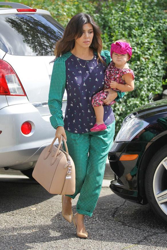 Kourtney Kardashian avec Penelope à Calabasas le 25 septembre 2013