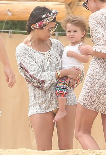 Kourtney Kardashian et sa fille Penelope à Los Cabos le 19 avril 2014