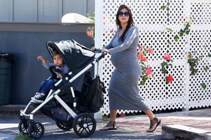Kourtney Kardashian à Calabasas avec Mason
