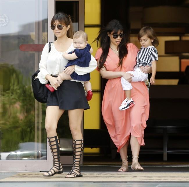 Kourtney Kardashian en famille après la messe à Sherman Oaks, le 7 avril 2013.