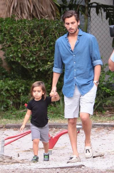 Scott Disick et son fils Mason à Miami, le 27 novembre 2012.