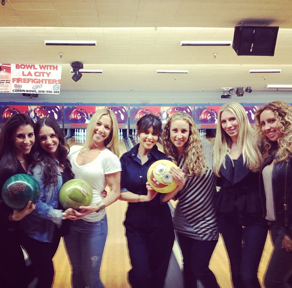 Les filles sont prêtes pour faire des strikes !