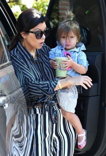 Kourtney Kardashian et ses enfants à Los Angeles le 30 mars 2014