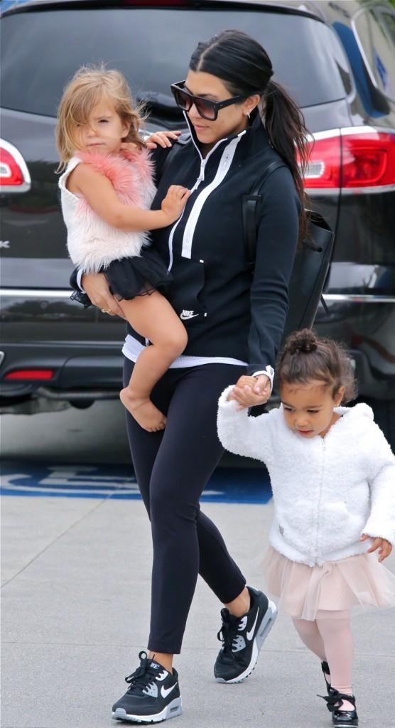 Photos : Kourtney Kardashian : Penelope trop craquante en tutu, comme sa cousine North !