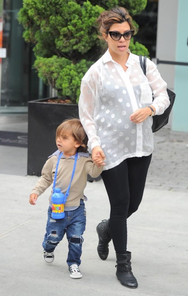 Kourtney Kardashian, retour sur une grossesse 100 % stylée