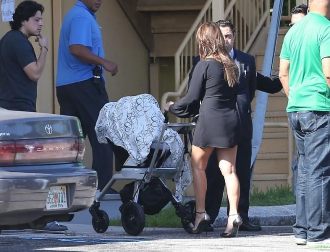 photos kourtney kardashian sa fille un accessoire. Black Bedroom Furniture Sets. Home Design Ideas