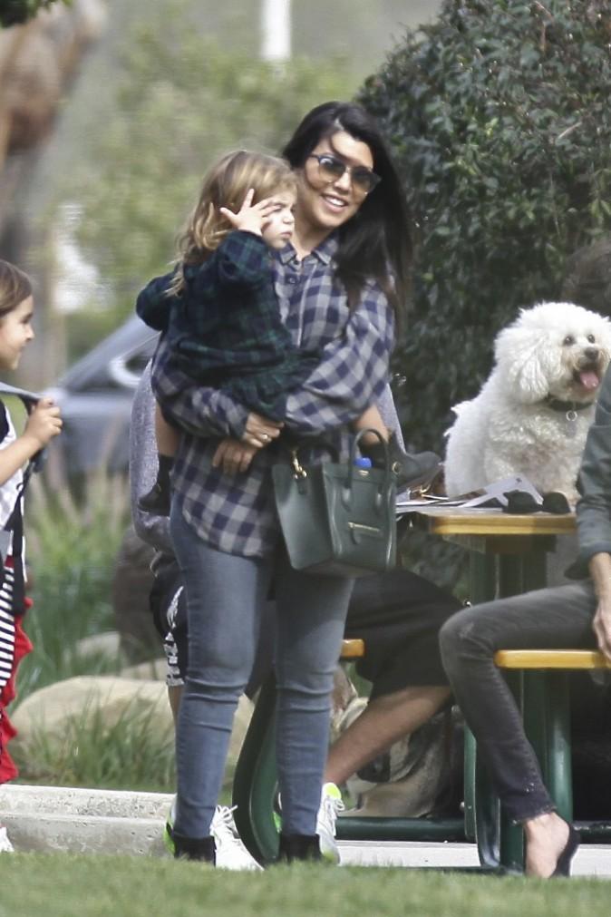 Photos : Kourtney Kardashian : Scott abandonne ses fans, Kim en colère !