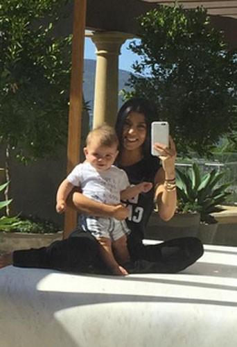 Photos : Kourtney Kardashian : son baby boy prêt à marcher dans les pas de Kendall !