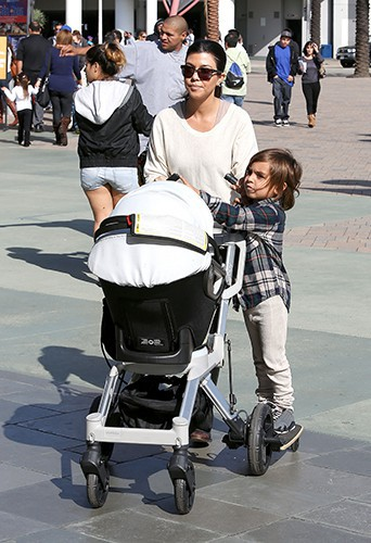 Kourtney Kardashian en famille à Los Angeles le 16 novembre 2013