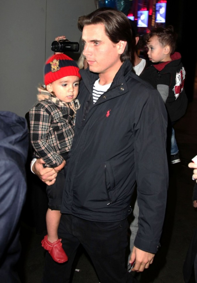 Scott Disick et son fils Mason lors de la première du spectacle Disney On Ice : Toy Story 3, à Los Angeles, le 14 décembre 2011.