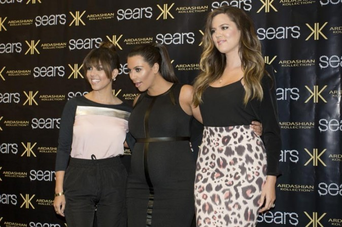 Kourtney, Kim et Khloé Kardashian à Houston pour la promotion de The Kardashian Kollection le 4 mai 2013