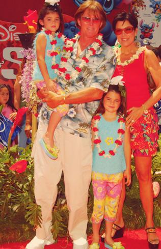 Kris, Bruce et leurs filles Kendall et Kylie Jenner !