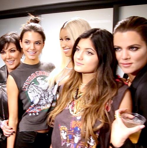 Photos : Kris Jenner : avec ses filles, la Momager joue les groupies au concert de Drake !