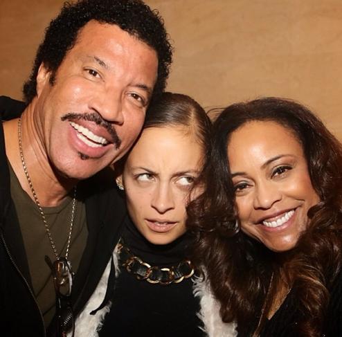 Nicole, son père adoptif Lionel Richie et sa mère adoptive Brenda Harvey-Richie !