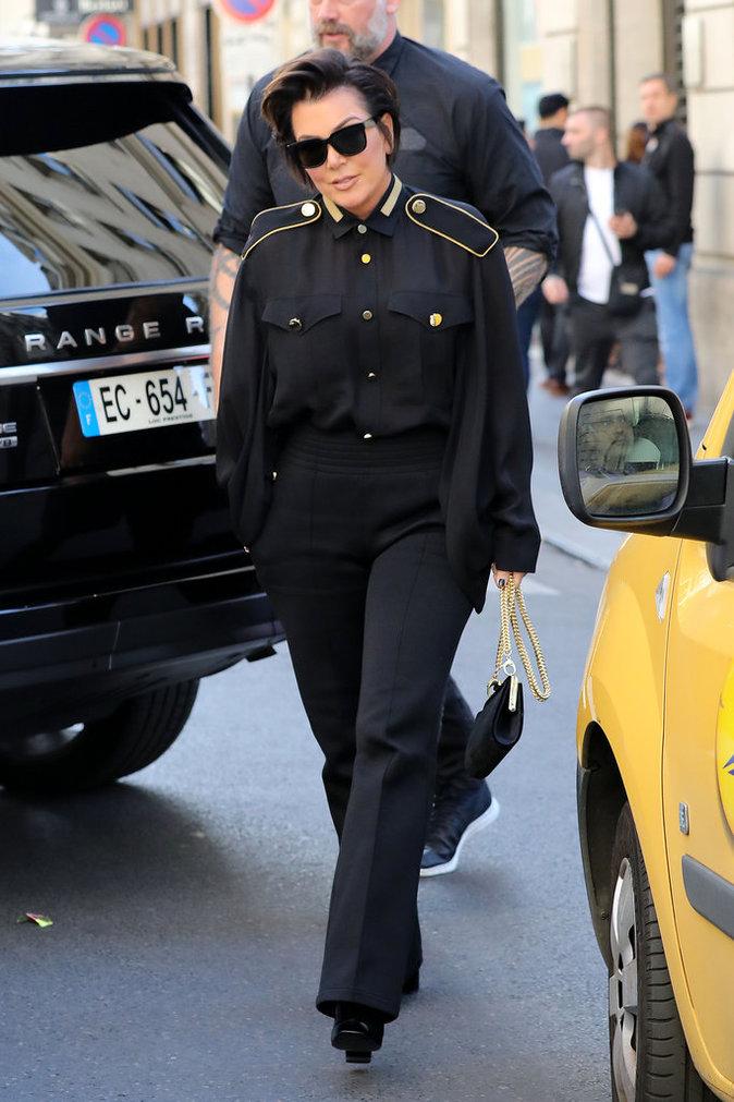 Photos : Kris Jenner : pour la Fashion Week de Paris, elle joue les stars !