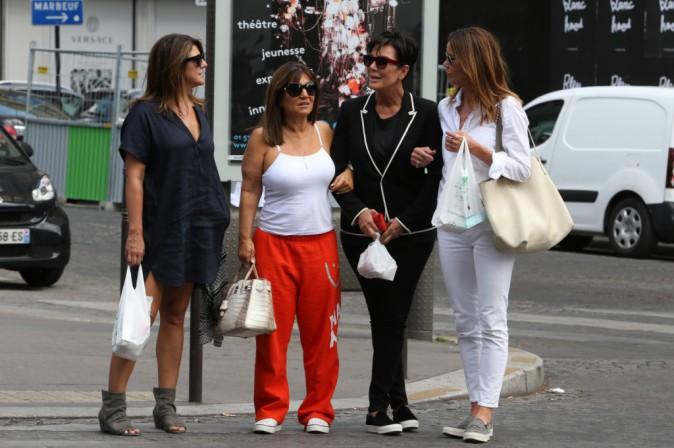 Photos : Kris Jenner : radieuse pour une virée entre copines à Paris !