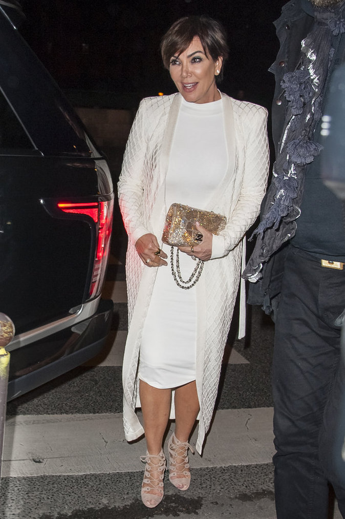 Photos : Kris Jenner : sexy mama pour applaudir Kendall et Gigi à l'after-show Balmain !